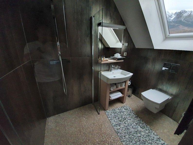 Ponúkame na predaj luxusný strešný apartmán v Tatranskej Lomnici, 135 m2.