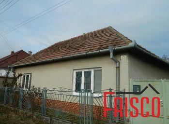 Exkluzívne predáme starší rodinný dom v Dvorníkoch