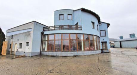 Na predaj Hala 3 x + administratívna Budova, 3.007 m2, Dubnica nad Váhom