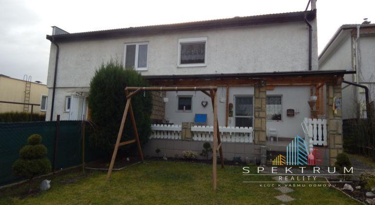 REZERVOVANÉ-Na predaj 4-izbový rodinný dom 393 m2, Handlová, okres Prievidza