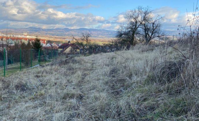 Slnečný pozemok s krásnym výhľadom - Opatovce nad Nitrou, okr. Prievidza