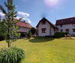 Kompletne zariadená rodinná usadlosť v Trenčianskych Stankovciach s pozemkom 1186 m2, budovou starého mlyna, zimnou záhradou a vírivkou