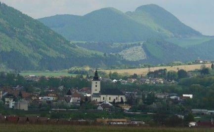 Veľký pozemok vo Varíne
