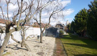 Rodinný dom s dvojgarážou, bazénom a vínnou pivnicou, Bratislava - Rusovce