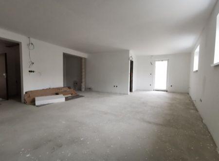 Nebytový priestor /podnikanie, bývanie / centrum Piešťany