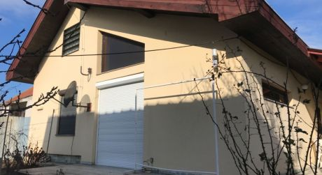 PREDAJ - 4 izbový atypický rodinný dom s terasou a s hosťovským domom v IŽI