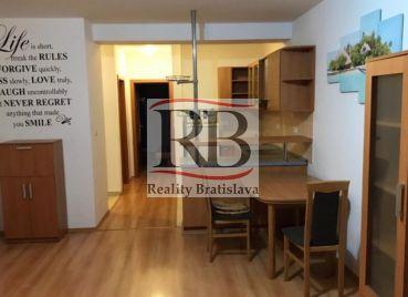 Veľkometrážny 2-izbový byt na Hrachovej ulici v Prievoze