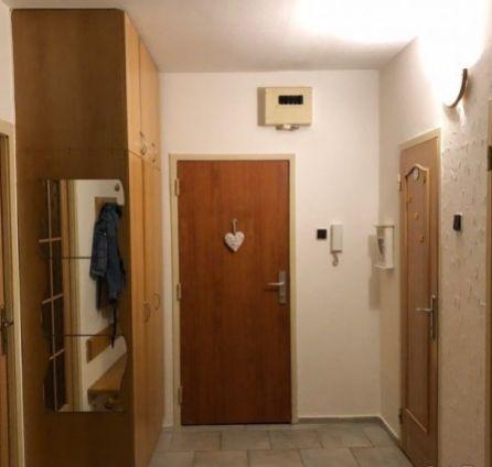 StarBrokers - na predaj 3 izbový byt na začiatku Petržalky na ulici Lachova. Rezervované.