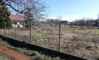 EXKLUZIVNE!..536 m2 pozemok v obci Mojmírovce
