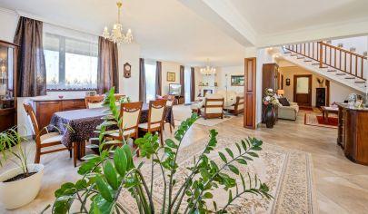 REZERVOVANÝ - Nádherný rodinný dom s bazénom a saunou vhodný na celoročné, víkendové bývanie aj pre náročného klienta