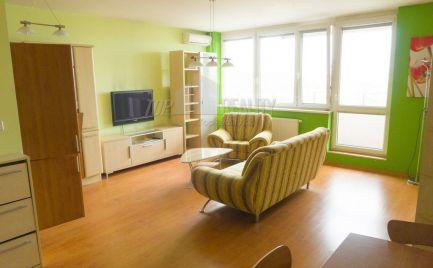 Ponúkame na prenájom zariadený 1-izbový byt s balkónom v novostavbe Koloseo v okolí jazera Kuchajda na Tomašíkovej ulici (Zelena časť Nove mesto/ Ružinov).