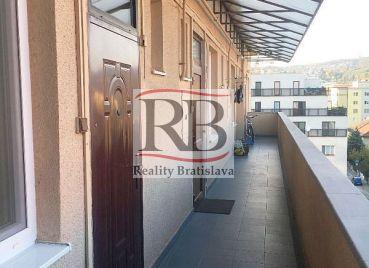 2 izbový pavlačový byt s klimatizáciou na Vajnorskej ulici