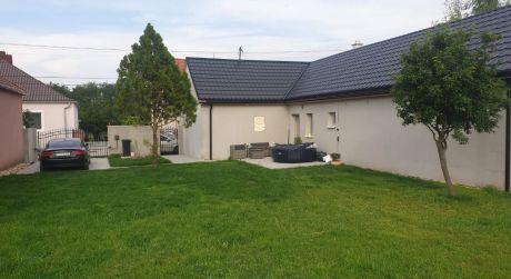 3 - izbový krásny rodinný dom 90m2, pozemok 1000m2 -  Bezenye