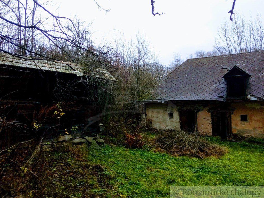 Hospodárstvo s veľkým pozemkom (1,4 ha) vo východnej časti Krupinskej planiny