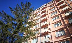 PREDAJ - 1i byt v širšom centre Trenčína - iba u nás !