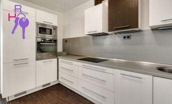 Ponúkame na predaj  veľkometražný 2 izbový byt na Tupého ul.