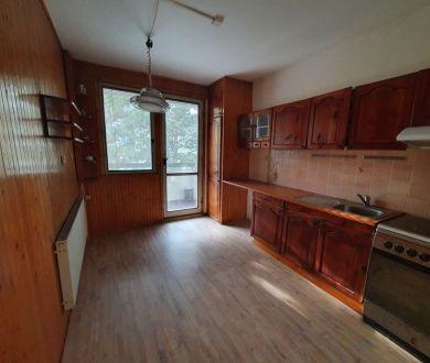 Exkluzívne iba u nás! Ponúkame na predaj priestranný 3-izbový byt v Považskej Bystrici, v lokalite Jelšové.