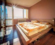 Ponúkame slnečný byt v centre s krásnym výhľadom