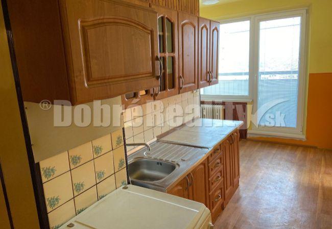 Na predaj priestranný dvojizbový byt s lodžiou v centre mesta Rimavská Sobota