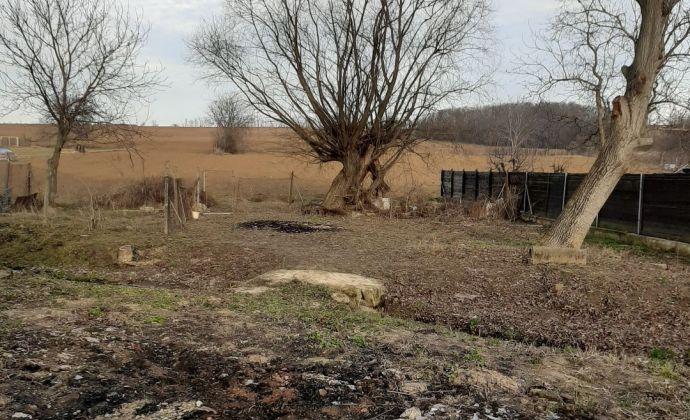 EXKLUZIVNE !..pozemok v obci Čeladice o výmere 722m2