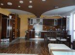 SENEC - NA PREDAJ nádherný, luxusný 4 izbový mezonet v polyfunkčnej stavbe centra mesta na pešej zóne s galériou a detskou herňou - ul. Lichnerova v Senci