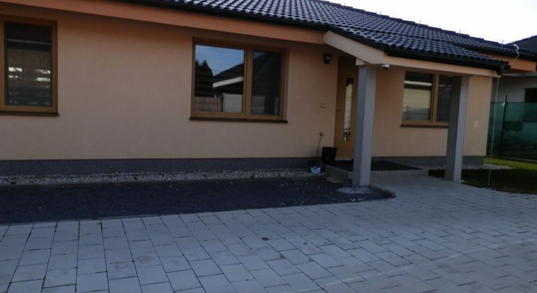 Na predaj krásna novostavba /bungalov v obci Chynorany
