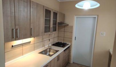 Klimatizovaný 3 izbový byt s komorou, loggiou a murovanou pivnicou