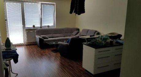 Kuchárek-real: Ponuka 2 izbový byt s parkovacím miestom v obci Kalinkovo.