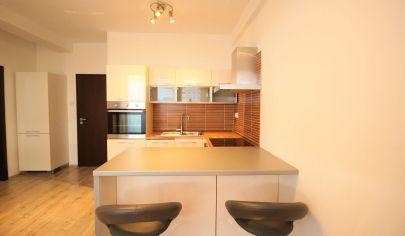 Predaj -  zariadený 2 izbový byt s balkónom a parkovacím státim