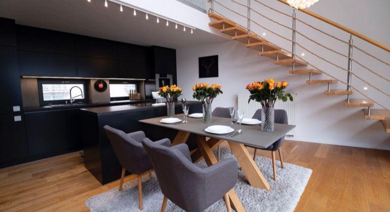 2 izbový mezonetový byt s veľkou terasou a krbom v novostavbe - VIDEOOBHLIADKA