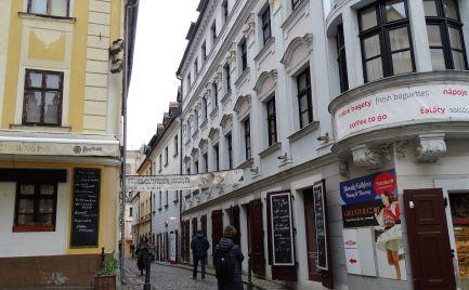 Ponuka prenájmu - lukratívny obchodno-kancelársky priestor v centre Bratislavy na Zámočníckej ulici, prízemie.
