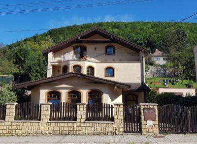 Ponúkame na predaj krásny rodinný dom v Trenčianskych Tepliciach.