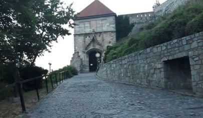 Prenájom - Rodinný dom na hradnom kopci s výhľadom na Dunaj - Ubytovanie/hostel - Staré mesto. TOP PONUKA!