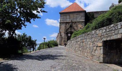 Prenájom - Obchodný priestor na suveníry pri Hradnej bráne - Staré mesto.TOP PONUKA!