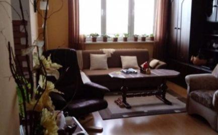 Ponúkame na predaj tehlový, zrekonštruovaný 3 izbový byt v obci Zlaté Klasy 25 km od BA.