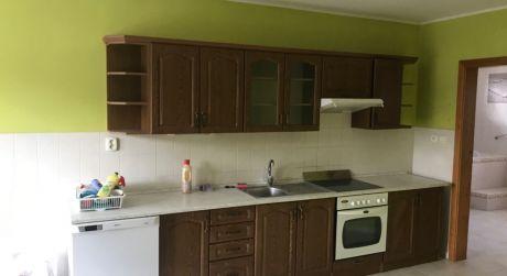 PRENÁJOM - Prerobený čiastočne zariadený 3 izbový veľký byt s parkovaním vo dvore v Komárne