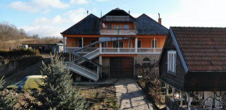 Na predaj DOM s rôznymi možnosťami využitia, Trenčianske Stankovce, 4.500 m2