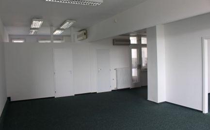 Na prenájom uzavretý blok kancelárií na Námestí SNP. Možnosť aj kúpy.