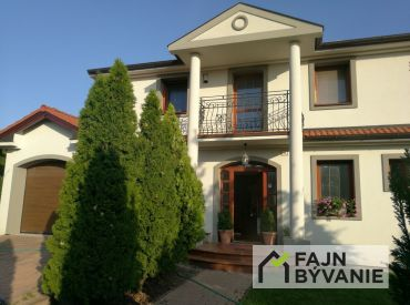 Predáme krásny 6-izbový dom v centre Šamorína vhodný rovno na nasťahovanie.