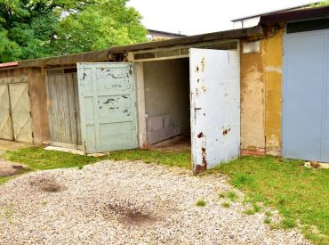 Voľná ihneď, na prenájom garáž, 15,5 m², Lipová ul. Staré Mesto