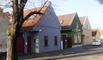 Rodinný dom s dvojgarážou, bazénom a vínnou pivnicou, Bratislava - Rusovce, virtuálna prezentácia