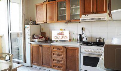 Na predaj 3-izbový byt s loggiou v Petržalke