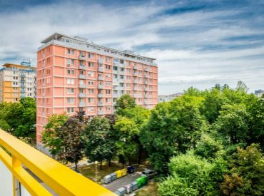 2,5i byt, 66 m2 – BA – Nové Mesto: NOVÁ MODERNÁ REKONŠTRUKCIA, výborná dostupnosť do centra.