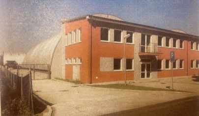 Administratívna budova, sklady  a pozemok v Ružinove