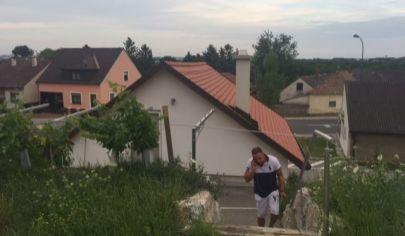 Na predaj pekný rozostavaný domček v Bergu  - Rakúsko, ideálny na podnikanie