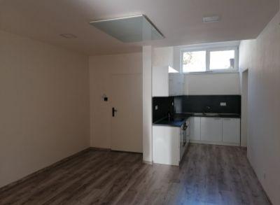 Ponúkame na predaj 4 izbový byt v Trenčianskych Tepliciach.