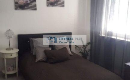 Ponúkame Vám na predaj kompletne prerobený 1+1 izbový byt s 2 balkónmi a s krásnym výhľadom na Dunaj  v meste  Štúrovo