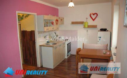 BÁNOVCE NAD BEBRAVOU - 1 izbový byt / Školská / čiastočná rekonštrukcia / IBA U NÁS