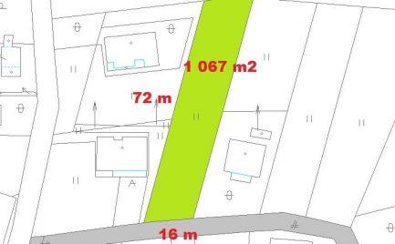 Stavebný pozemok 1 067 m2, 16 x 72 m, Horná Mičiná, pri B. Bystrici -  cena – 69 000 €