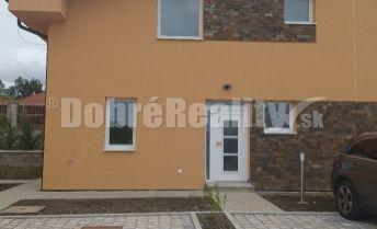 Novostavba - priestranný rodinný dom s krbom v obci Veľké Zálužie